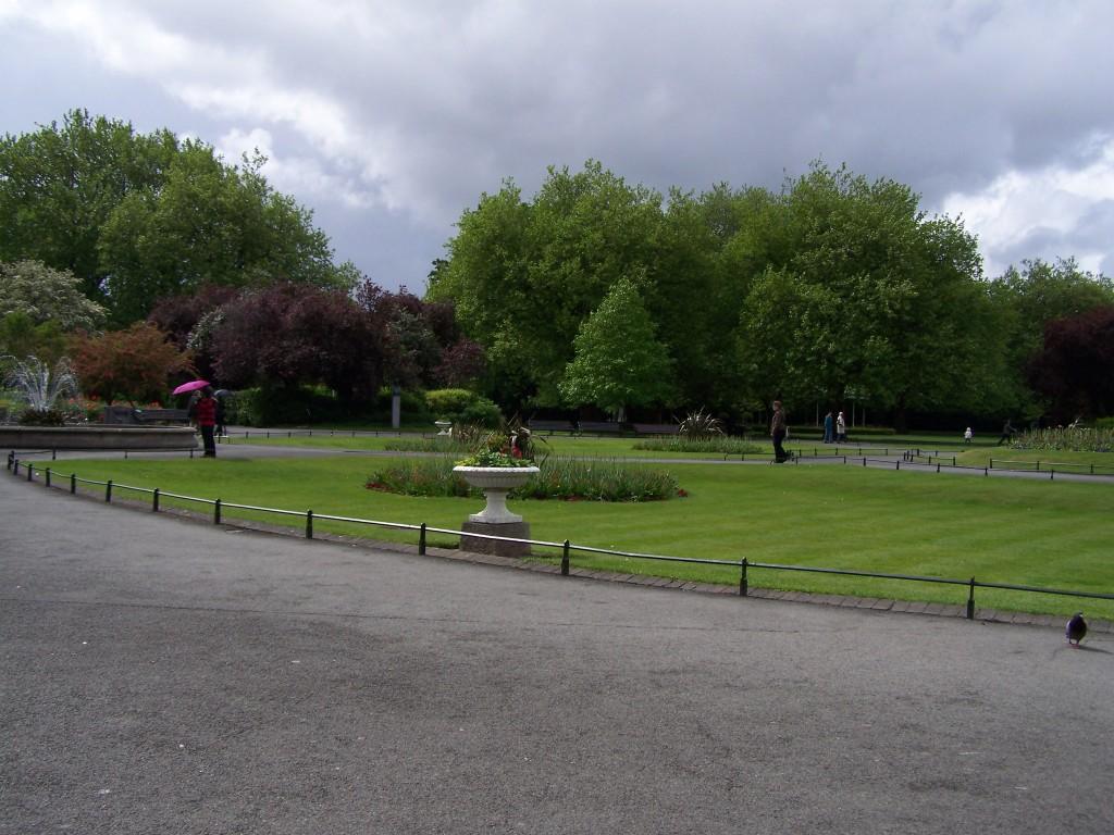 100_0449_St Stephen's garden